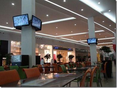 モール内のメッカ中継TV