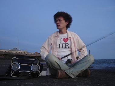 海岸でI LOVE URUGUAY気分で釣り!