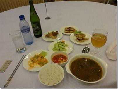 北朝鮮のレストランでの食事