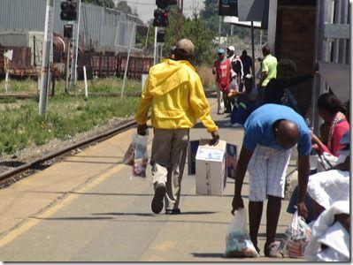 南アフリカのアイスを売る男たち ヨハネスメトロ