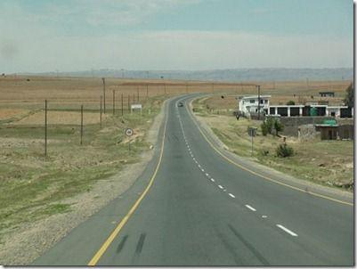 果てしなく続く南アフリカの道