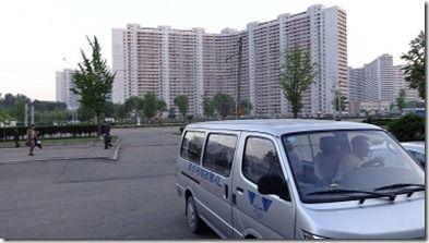 北朝鮮のツアー移動のワゴン