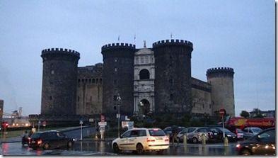 ナポリのヌオーボ城