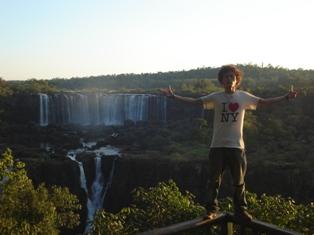 イグアスの滝の前でキメッ☆