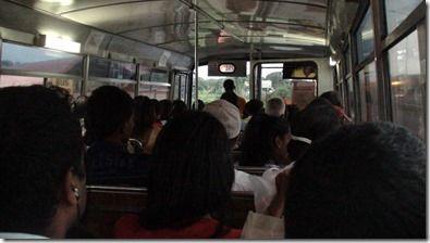 モーリシャスのバス内