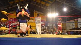 日本で見ないような閉め技も出ました。ボリビア系の技か??