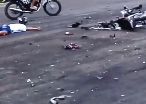 【衝撃映像】バイク同士の正面衝突事故の現場(@_@;)