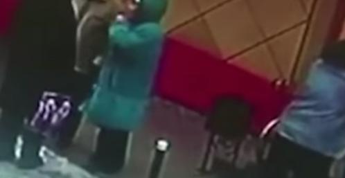 屋根からの落雪で負傷した高齢者の女性の悲劇・・・【動画】