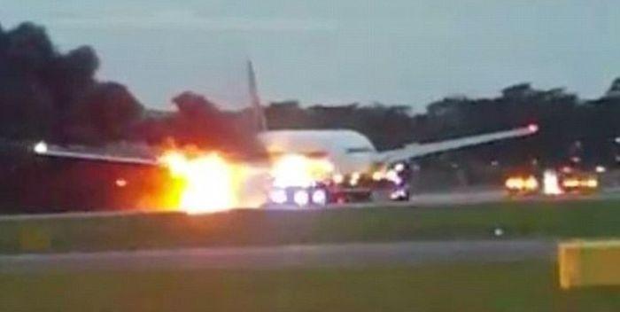 シンガポール航空の飛行機が起こした炎上事故が悲惨すぎる【