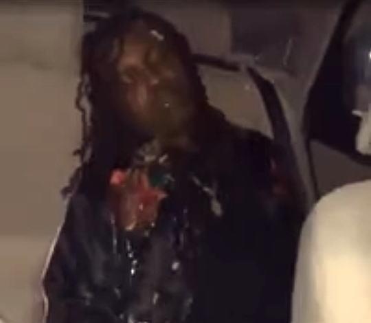 【閲覧注意】ゲロ噴射。車の後部座席でゲロってる男がやばいwww