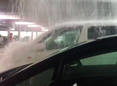 一昨日の豪雨でとある立体駐車場に止めていたエルグランドが修行してるみたいになってたwww
