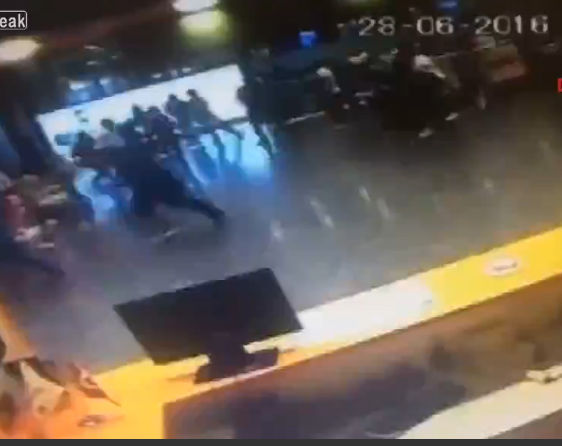 トルコ・イスタンブール国際空港で自爆テロ。36人が死亡、147人が負傷