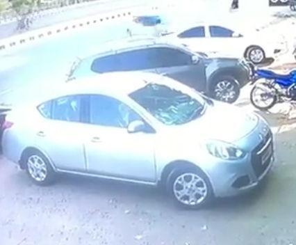 コントロールを失った猛スピードの車が歩行者の男性に突っ込み男性死亡