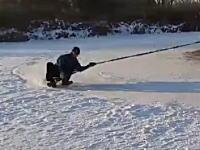 ソリで超速遠心力。これは雪国の新しい楽しみ方になるかもしれない!?