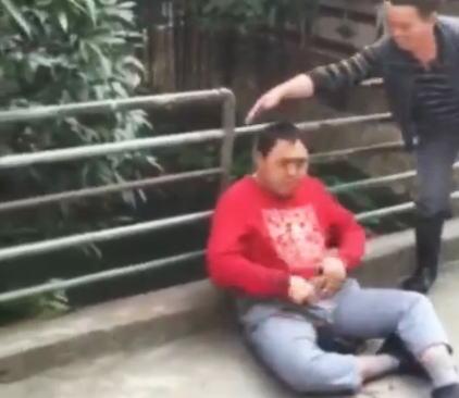 障害者で遊ぶ中国。