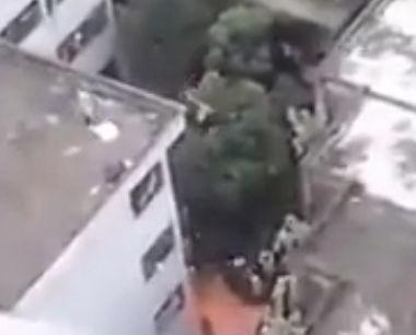 女性にフラれビルから飛び降り自殺する男性