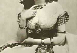 """【画像あり】100年前の """"超高級売春婦"""" がこちらですwwwwww"""