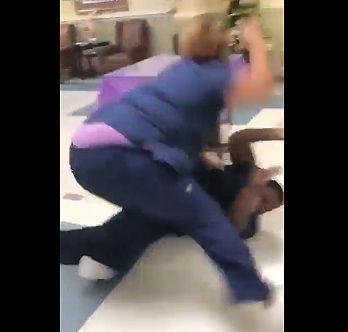 黒人VS白人 巨漢女性2人が激しい殴り合い【動画】