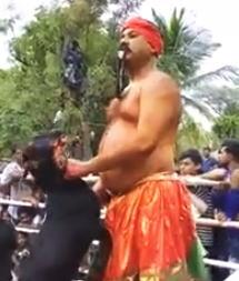 【閲覧注意】なんの儀式だ?生きてるヤギの皮をはぐ儀式のビデオ。
