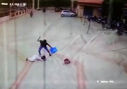 【閲覧注意】元交際相手にマチェテで切りつけられて殺されてしまう女の子。インド。