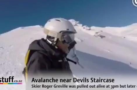 激しい雪崩に襲われるスキープレイヤーの末路・・・【動画】