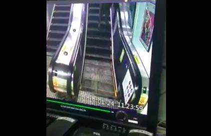 エスカレーターから誤って落下する中国の老人の悲劇【動画】