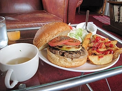 NON_AMERICAN_CAFE_and_DINER_08