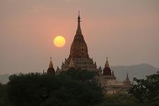 アーナンダ寺院と夕日