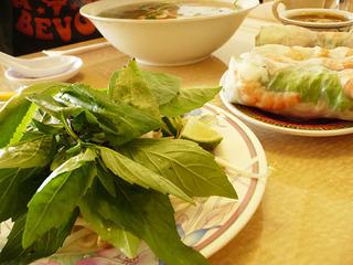トッピングの野菜も新鮮でグッド!