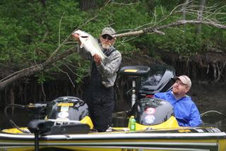 ハーレー・ブリッグマン選手が釣った8パウンダー