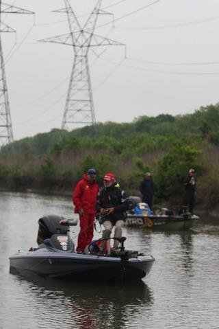 レイク・レイハバードの上流域を釣る選手達。