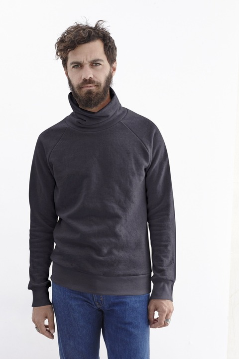 Maui_Turtleneck_Raglan_Washed_White_Urban_Black