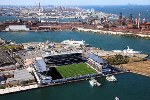 行ってみたい!名物は「海ポチャ」全国初の海に隣接したスタジアム