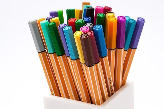 たくさんの色のペン