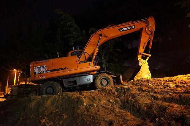 excavators-gc42f62abb_640