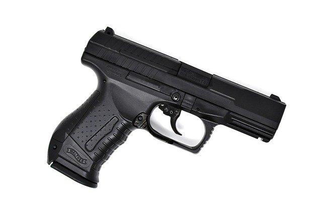 【悲報】 イギリスの陽キャ、自分の睾丸にBB弾を撃って死亡