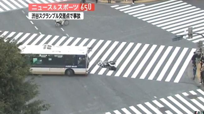 渋谷スクランブル交差点事故でライダーがバスに頭轢かれる瞬間の動画が怖い なお、男性は……