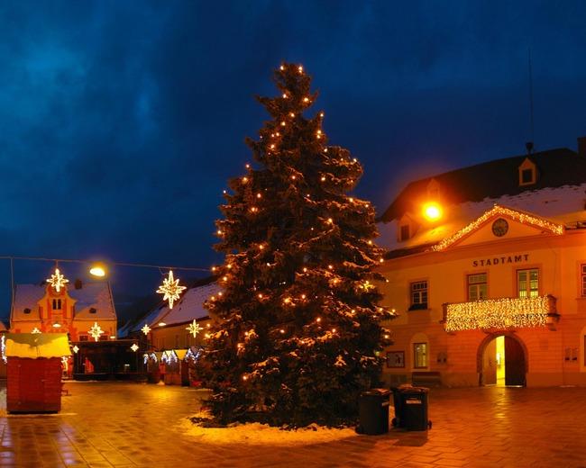 christmas-tree-garland-street-night-1280x1024