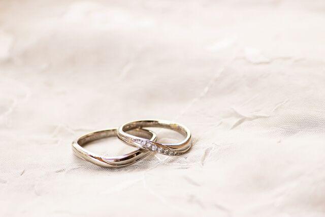 同僚「ねえねえいい年して結婚しないの?wwwねえねえwww」自衛官「(ちっ、うっせーな)結婚したよ」