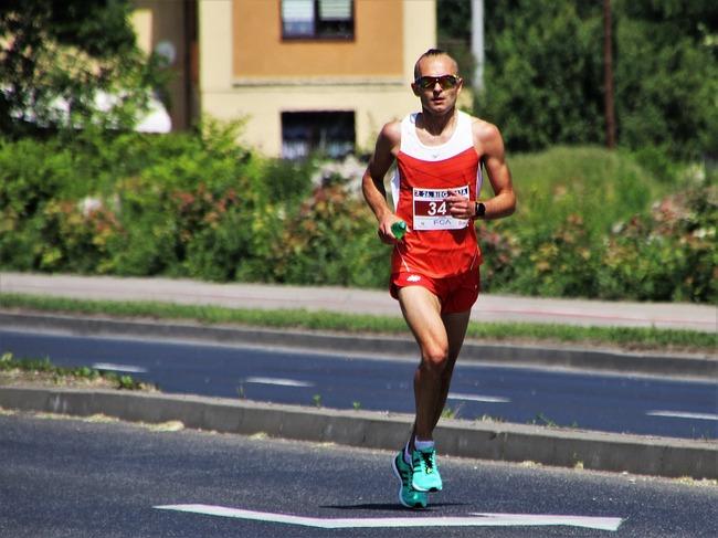 マラソン選手「もうメダル無理そうだから逆走することにしたわ」