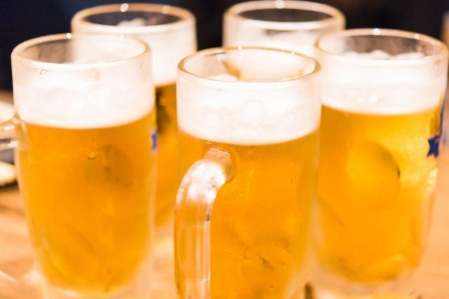 課長「とりあえずビールで」 新人「ビールなんてクソッスよ!」 課長「なんだと……?」