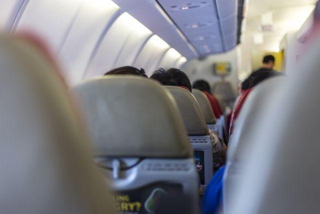 イギリス人「デブの隣に12時間座らされて負傷した。訴えてやる!」 航空会社を提訴