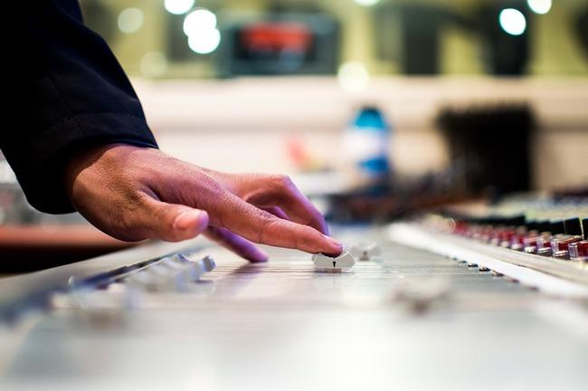 mixing-desk-351478_960_720