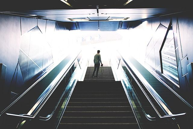 escalator-1245905_640