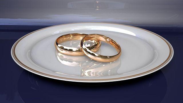 【悲報】 ワイ将、婚約指輪買いに予算30万円でティファニーに行くも60万円