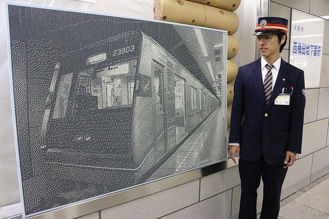【大阪】 切符のパンチカスで描いた…西梅田駅の助役(46)制作のアートが人気に - ゴールデンタイムズ