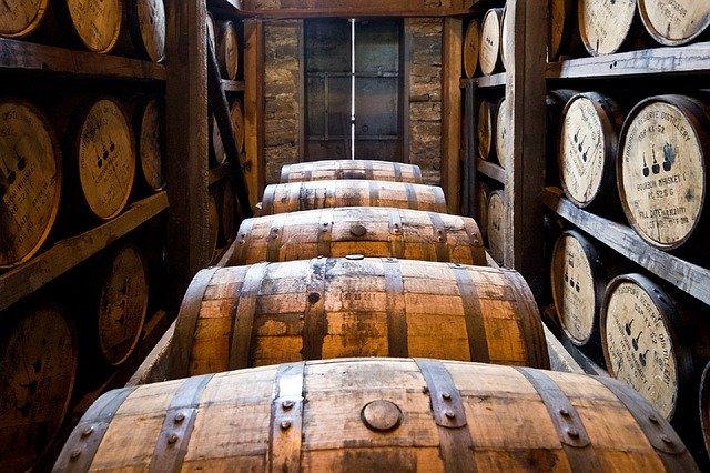 distillery-barrels-591602_640