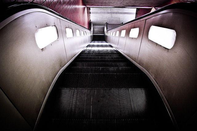escalator-594207_640