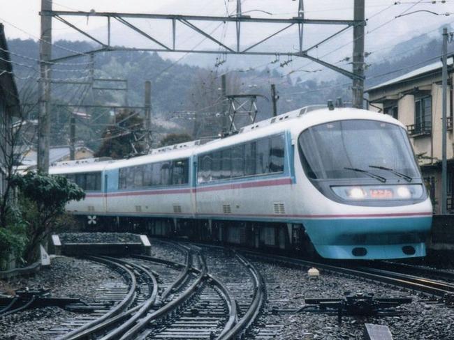 800px-OER_20000_Hakone8_Kazamatsuri_19950318