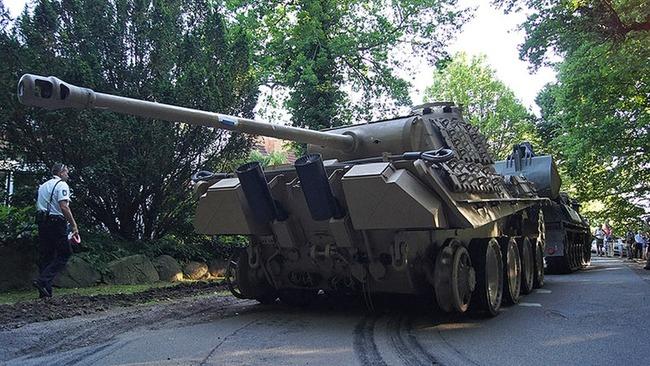 [画像]  ドイツの村から戦車回収w
